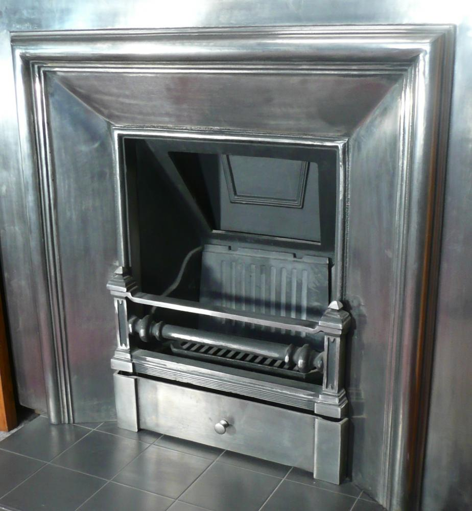 Royal cast iron fireplace insert in the Georgian style in full Polish Insert